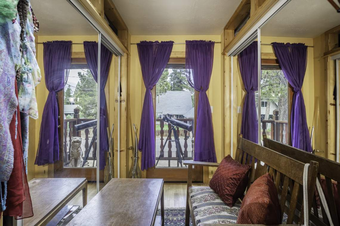Upstairs-Bedroom-sitting-area